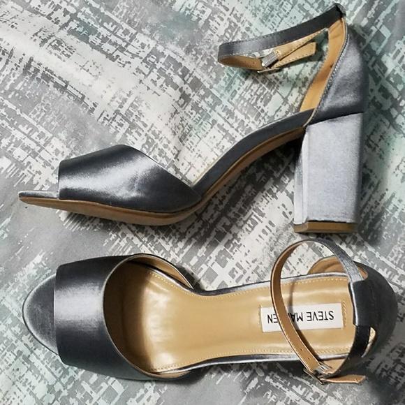 f00013023428 Gorgeous Steve Madden silver satin block heels